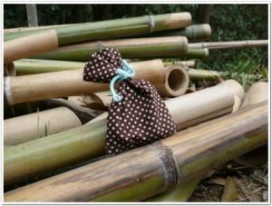 竹炭を入れた布袋