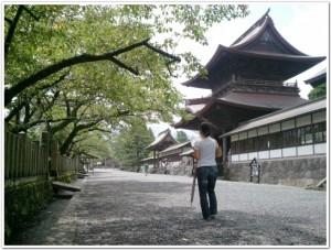 阿蘇神社前の通り道