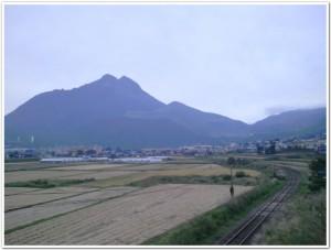由布岳と線路