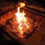 自然と火を見つめる